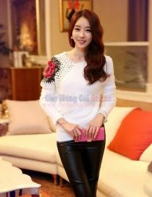 Áo len hoa hồng đắp vai dành cho bạn gái